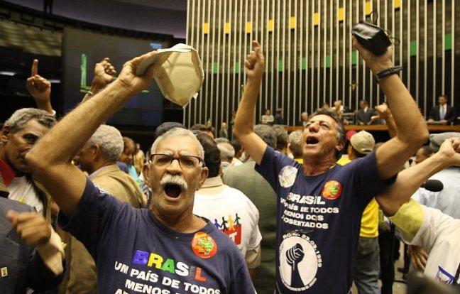 pais_aposentados_protesto